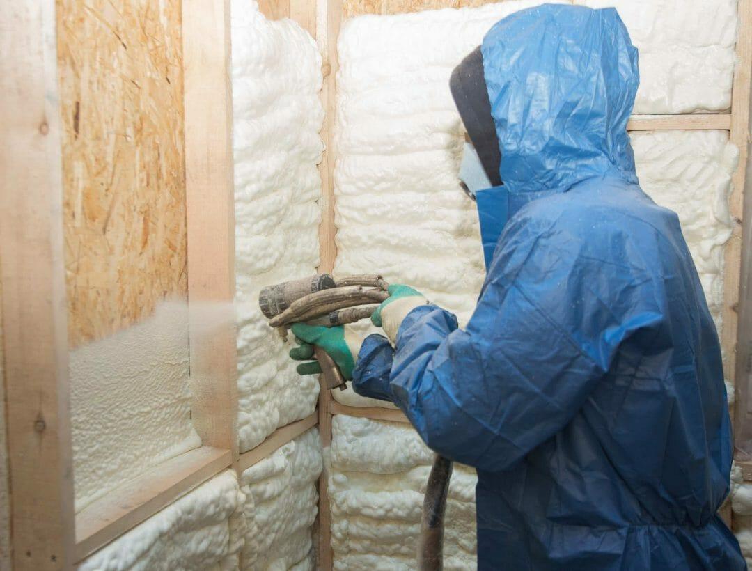 Isolation des murs par mousse PUR